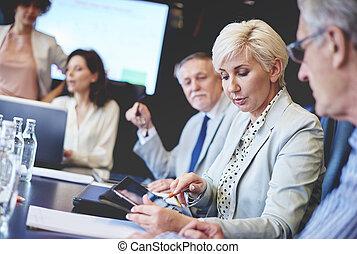 zakenlui, gebruik, draadloze technologie