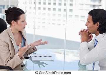 zakenlui, het onderhandelen