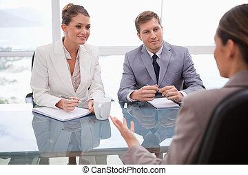 zakenlui, in, onderhandeling