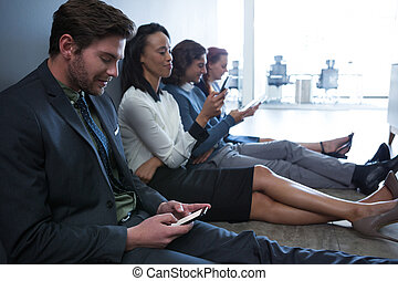 zakenlui, mobiele telefoon, team, gebruik