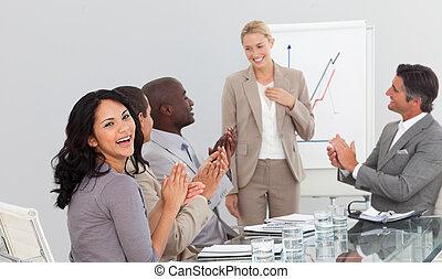 zakenlui, op, een, presentatie, handgeklap
