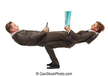 zakenlui, pose, het poseren, moeilijk, acrobatisch