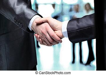 zakenlui, schuddende handen