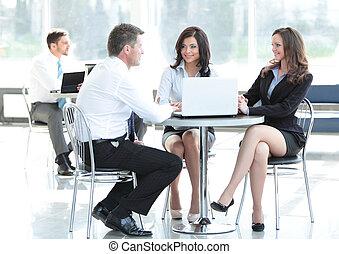 zakenlui, vergadering, in, kantoor., concept, van, communication.