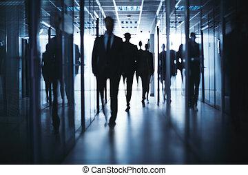 zakenlui, wandelende