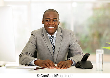 zakenman, afrikaan, kantoor, zittende