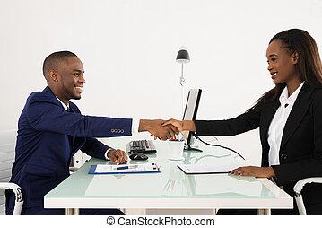 zakenman, amerikaan, klant, handshaking, afrikaan