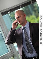 zakenman, betrokken, belangrijk, roepen, vervaardiging