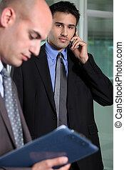 zakenman, boeiend, roepen, telefoon