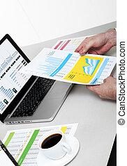 zakenman, doorwerken, financieel, data