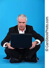 zakenman, draagbare computer, sat, senior, vloer