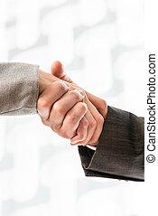zakenman, en, businesswoman, in, kostuums, schuddende handen