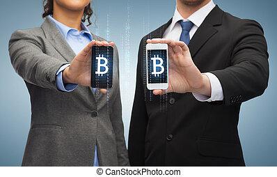 zakenman, en, businesswoman, met, smartphones