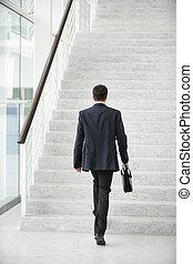 zakenman, gaan, boven