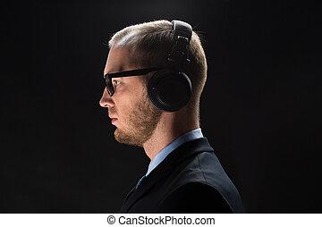 zakenman, headphones