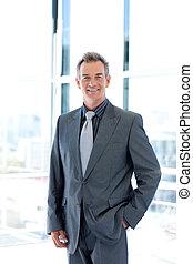zakenman, het glimlachen, middelbare leeftijd , kantoor