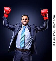 zakenman, in, een, kostuum, en, boxing handschoenen, vieren...