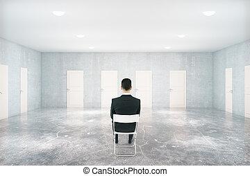 zakenman, in, kamer, met, velen, deuren