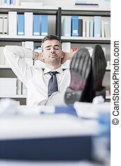 zakenman, kantoor, slapende
