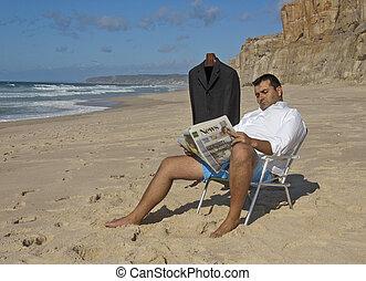 zakenman, lezen van de krant, op het strand, !