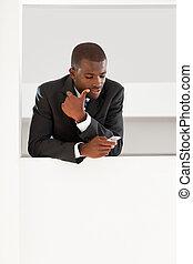 zakenman, lezende , emails