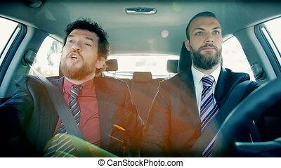 zakenman, liggen, in, verkeer