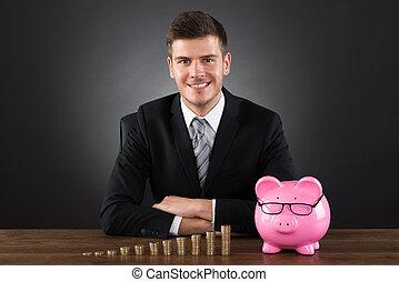 zakenman, met, muntjes, en, piggybank