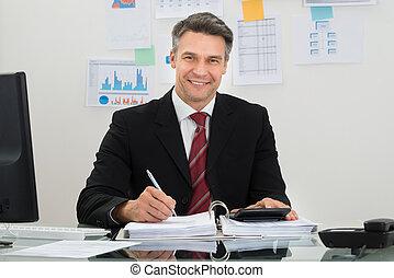 zakenman, middelbare leeftijd , vrolijke