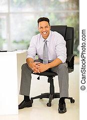 zakenman, moderne, kantoor, zittende
