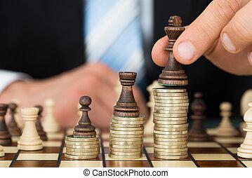zakenman, plaatsing, schaakstukken, op, taste, muntjes
