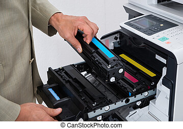zakenman, repareren, patroon, in, photocopy machine
