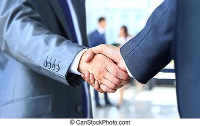 zakenman, rillend, twee handen