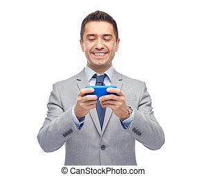 zakenman, smartphone, texting, vrolijke