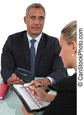zakenman, zijn, jonge, assistent