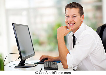 zakenman, zittende , in, moderne, kantoor