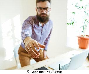 zakenmens , met, arm, breidde uit, om te, handdruk