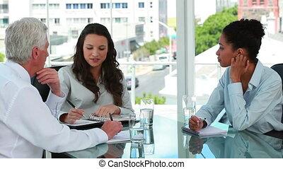 zakenmensen in ontmoeten