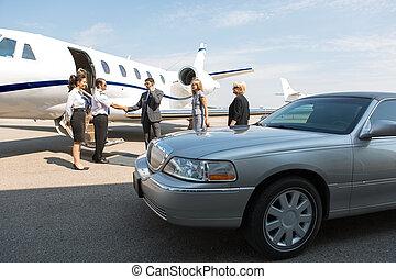 zakenvakman, groet, airhostess, en, piloot