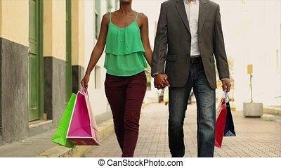 zakken, shoppen , stad, paar, amerikaan, afrikaan, panama