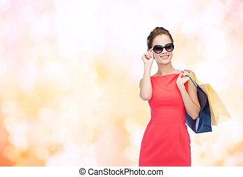 zakken, vrouw winkelen, elegant, het glimlachen, jurkje