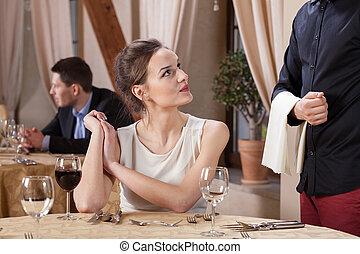 zamawianie, kobieta, mąka, restauracja