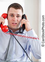 zamknięcie, telefon, biznesmen, do góry, zmartwiony