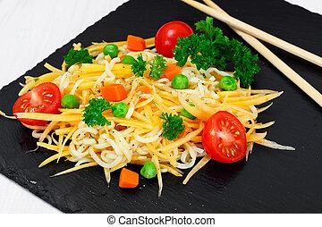 zanahorias, tomat, ensalada, cereza, calabaza, guisantes, tibio, pastas