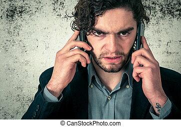 zangado, homem, ligado, a, telefones