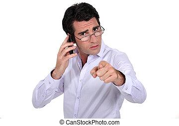 zangado, homem negócios, apontar, a, câmera