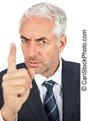 zangado, homem negócios, apontar, seu, dedo, e, olhando câmera