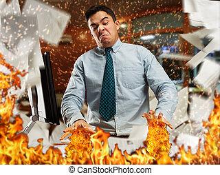 zangado, homem negócios, em, escritório