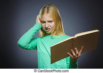 zangado, ou, cansado, menina, com, book., closeup, retrato, de, bonito, adolescente, ligado, cinzento, experiência., estudos, conceito