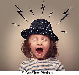 zangado, shouting, criança, com, relâmpagos, acima, cabeça, ligado, cinzento