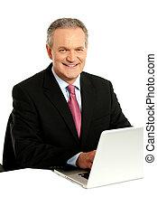 zaufany, biznesmen, pracujący dalejże, laptop